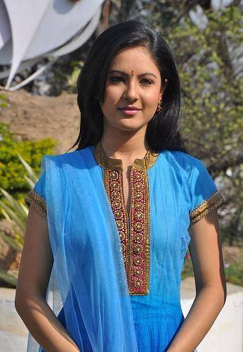 Pooja Banerjee Aktris Cantik Pemeran Perizaad dalam The Adventures of Hatim